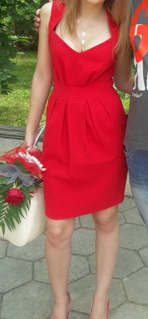 Schickes rotes Kleid