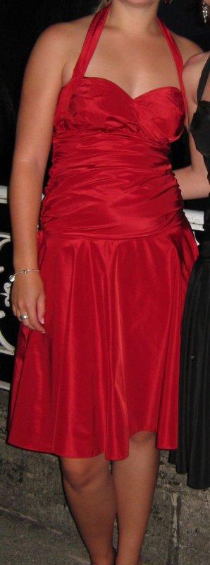 schickes rotes Kleid - neckholder und knielang