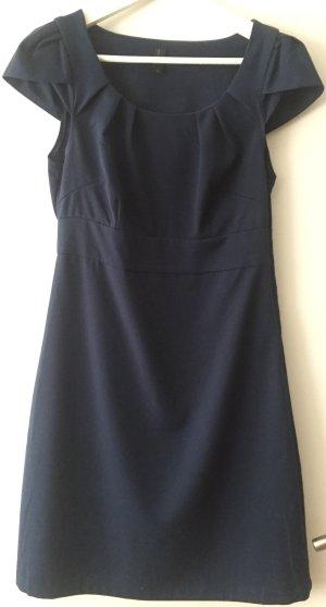 Schickes, schlichtes Kleid
