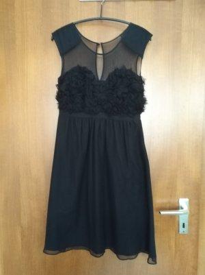schickes schwarzes Abendkleid