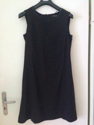 Schickes Schwarzes Ärmelloses  Kleid mit schönen Details