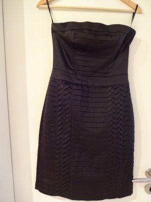 schickes schwarzes Bandeau Kleid