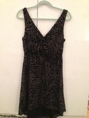Schickes schwarzes Kleid mit Leo-Muster