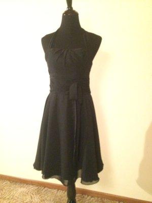 Schickes schwarzes Kleid Neckholder