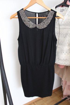 Schickes schwarzes Kleid von Zara mit besonderem Kragen