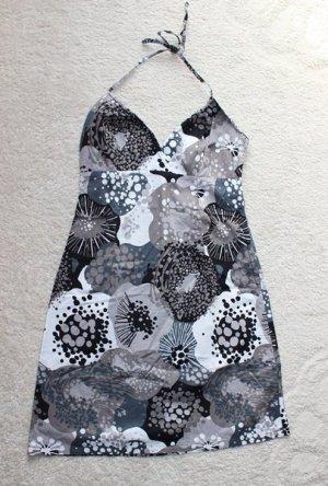Schickes Sommerkleid mit Mustern