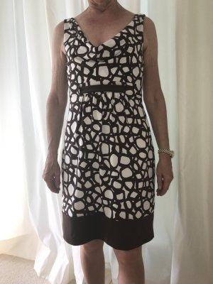 Schickes Sommerkleid von BCBG Maxazria
