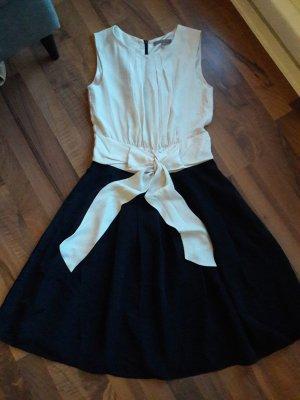 Schickes Sommerkleid von Mint&Berry