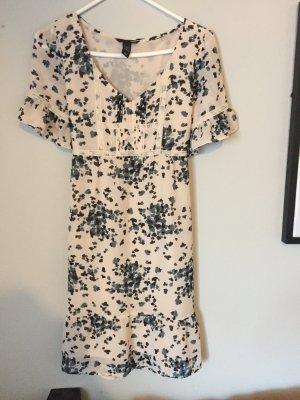 Schickes sommerliches Kleid