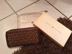 Schickes Tommy Hilfiger Portemonnaie mit Logoprint in braun/beige
