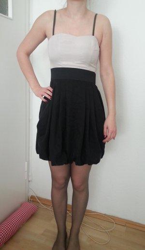 Schickes trägerloses Kleid von H & M