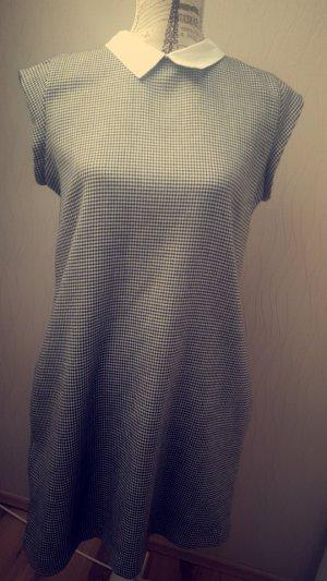 Schickes, Uniformhaftes Kleid