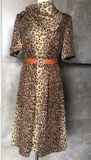 Schickes Vintagekleid im Animalprint