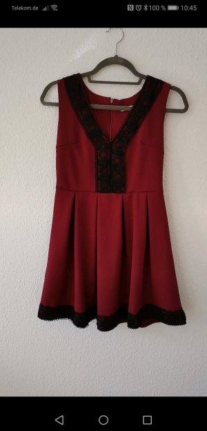 Schickes Weinrotes Kleid