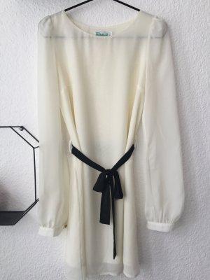 Schickes weißes Kleid