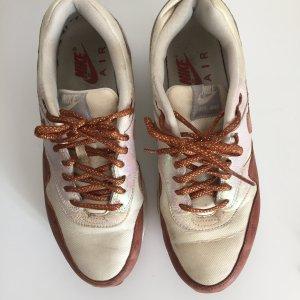 Schimmernde Sneaker von Nike