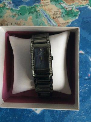 Schlanke Armbanduhr mit Swarovski Elements