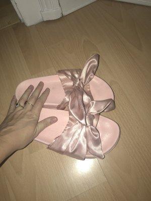 Pantofola da casa rosa chiaro
