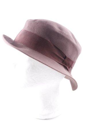 Chapeau à larges bords mauve style d'affaires