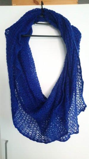 Écharpe en crochet bleu