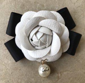 Schleife Brosche im Chanel Stil