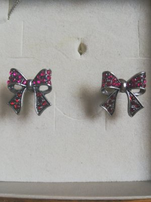 Ear stud red-pink