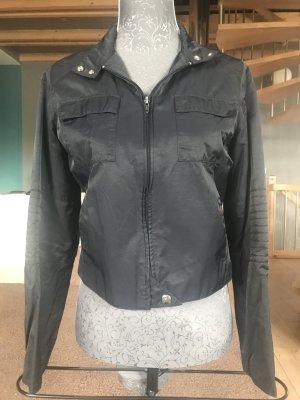 Schlicht & Straight Kurzjacke in schwarz