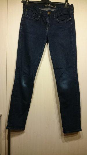 schlichte dunkel blaue Jeans