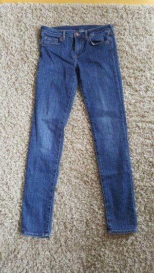 Schlichte dunkelblaue Jeans, nur einmal getragen!