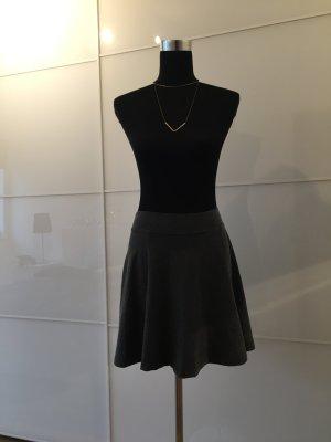Schlichte Falten-Röcke aus bequemen Sweatstoff