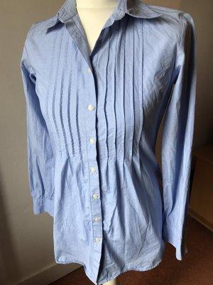 schlichte hellblaue Bluse