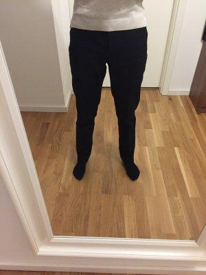 Schlichte schwarze Anzugshose