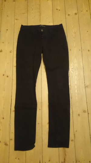 Schlichte schwarze Jeans