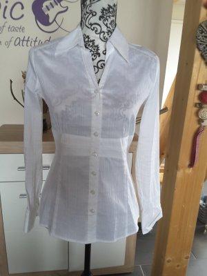 schlichte weiße Bluse