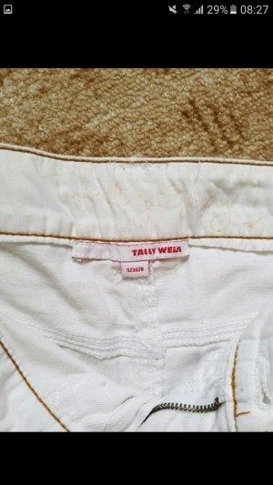 Schlichte weiße Hotpants