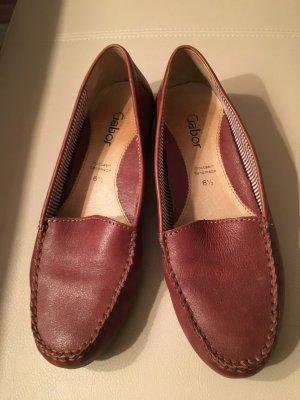 Schlichter brauner Schuh