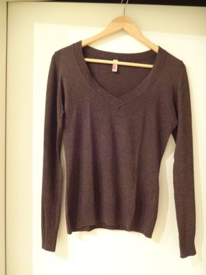 schlichter brauner V-Ausschnitt Pullover