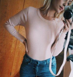 Schlichter enger Pulli in rosa