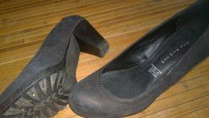 Schlichter schwarzer Schuh