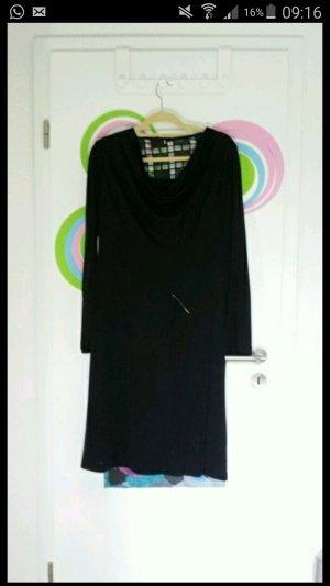 schlichtes abendkleid in der farbe schwarz
