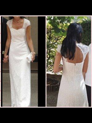 Schlichtes Brautkleid mit Spitze und süßem Rückenausschnitt