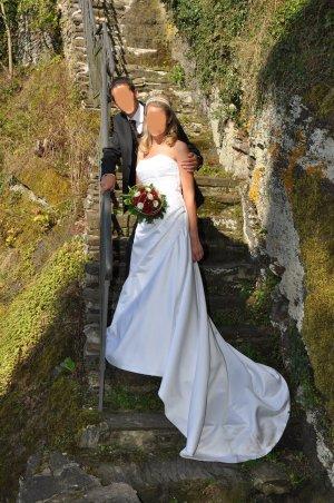 Schlichtes Brautkleid von Fara Sposa, Größe 38 in weiß