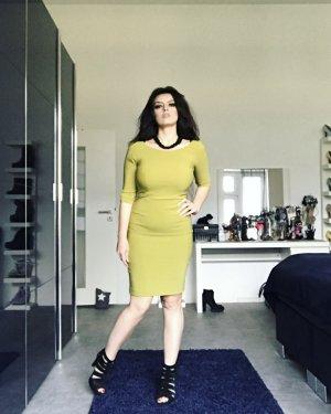 schlichtes elegantes kleid in grün