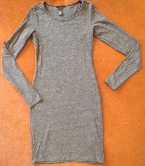 Schlichtes graues Kleid