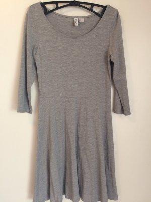 Schlichtes, graues Kleid