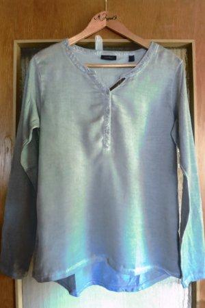 schlichtes hellgraues Shirt mit Pailettendetail