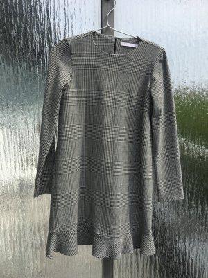 Schlichtes Karo Kleid von Zara