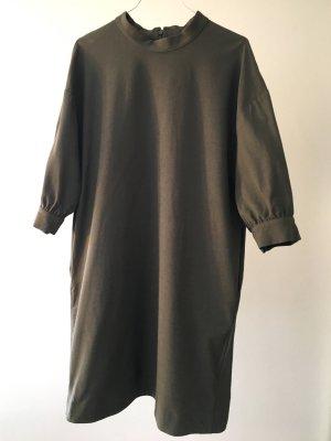Schlichtes Kleid graugrün