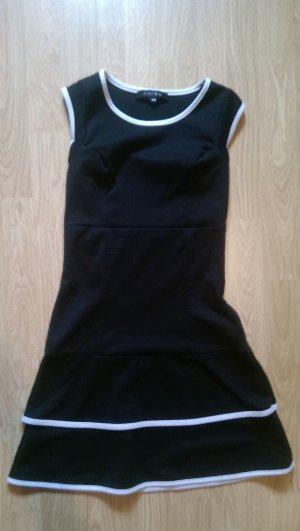 Schlichtes Kleid in schwarz von Amisu