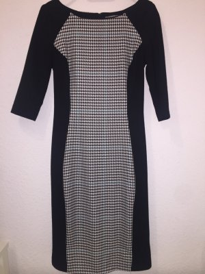 Schlichtes Kleid mit 3/4 Arm